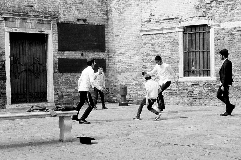 Harbel Photography, The Many - Football in the Ghetto . Football in the Ghetto. Vera Fotografia