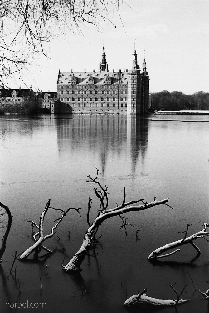 Harbel Photography, The Calm - Frederiksborg Castle in winter. Frozen day. Vera Fotografia