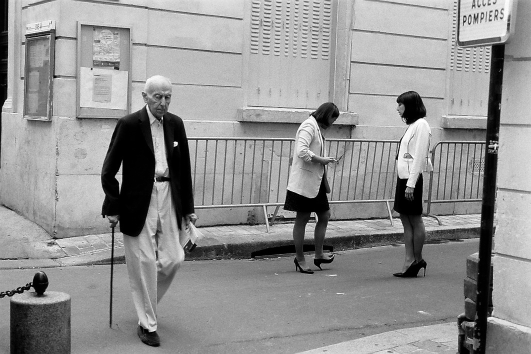 Harbel Photography, The Many - Man with Cane. Man with Cane and Shop Girls. Vera Fotografia