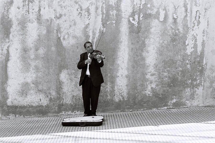 Harbel Photography, The Ones - The violinist. The violinist. Vera Fotografia
