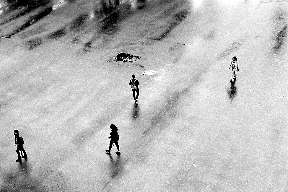 Harbel Photography, The Many - Wet pavement. Wet pavement. Vera Fotografia
