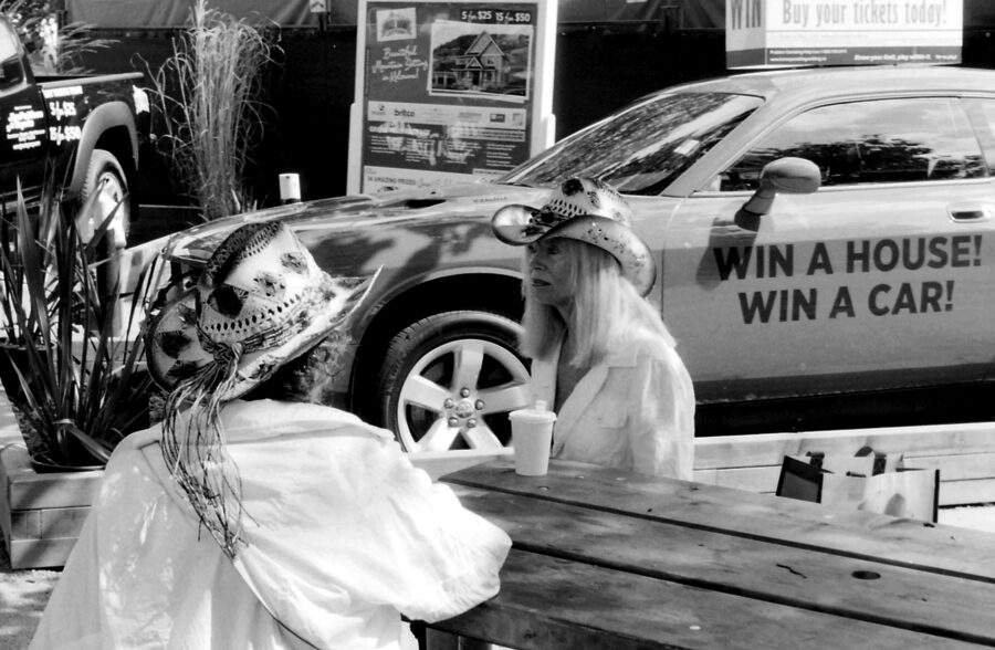 Harbel Photography, The Twos - Win a House Win a Car. At the fair. Vera Fotografia