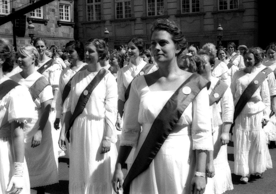 Harbel Photography, The Many - centenary womens right to vote. Centenary of women's right to vote. Vera Fotografia