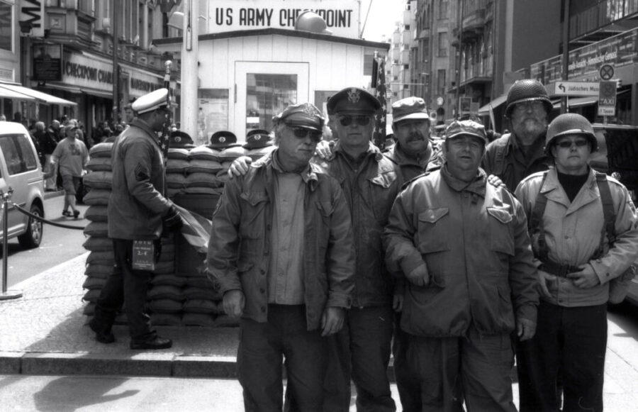 Harbel Photography, The Many - checkpoint charlie. Enthusiasts at Check-Point Charlie. Vera Fotografia