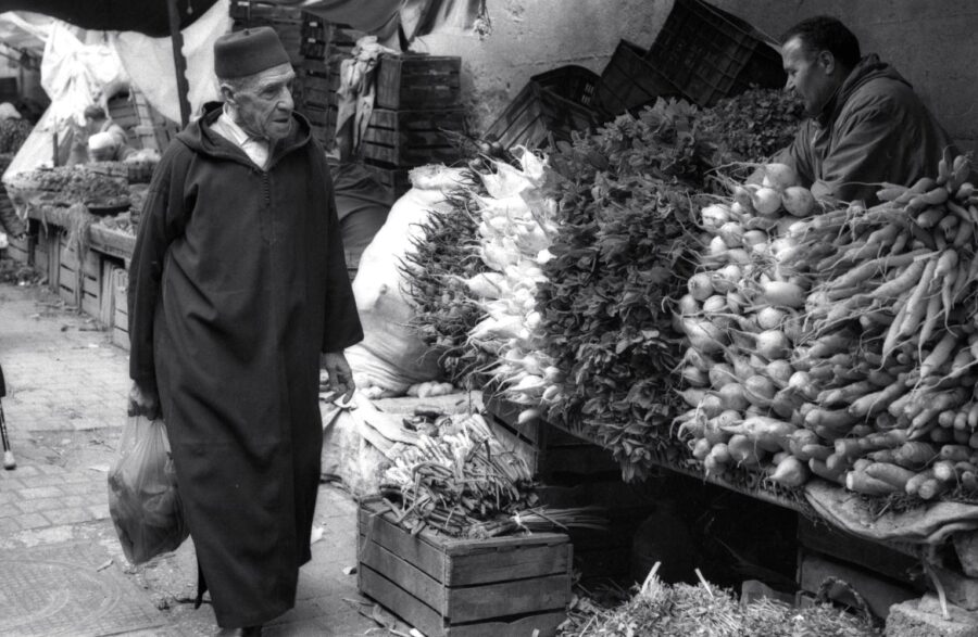 Harbel Photography, The Twos - market fez. Vegetable vendor. Vera Fotografia